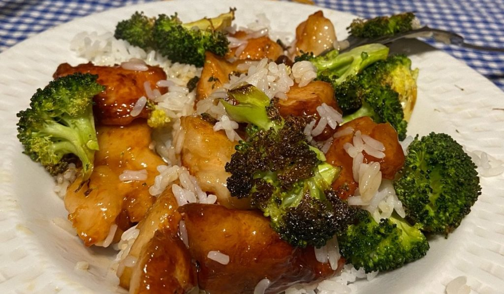 This image has an empty alt attribute; its file name is orangechicken2-e1583859325393-1024x597.jpg